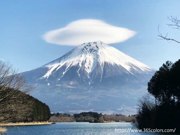 田貫湖から見た富士山の笠雲